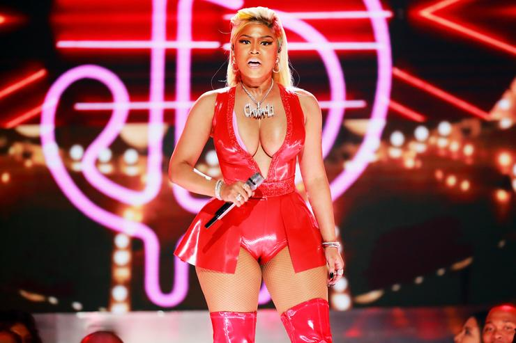 Photo of Nicki Minaj Meets Fans Right After Show Was Canceled Due To Arena Tech Issues