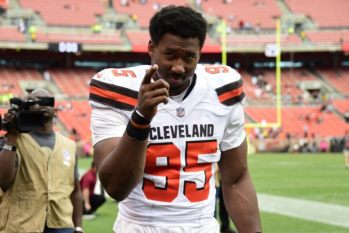 "Photo of Browns' Myles Garrett Warns Redskins' Derrius Guice Of Mia Khalifa ""Trap"""